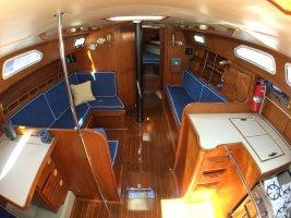 Ericson 381 ('84) interior.jpg