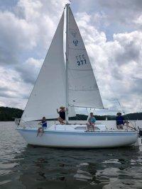 Ericson 25 sailing.jpg
